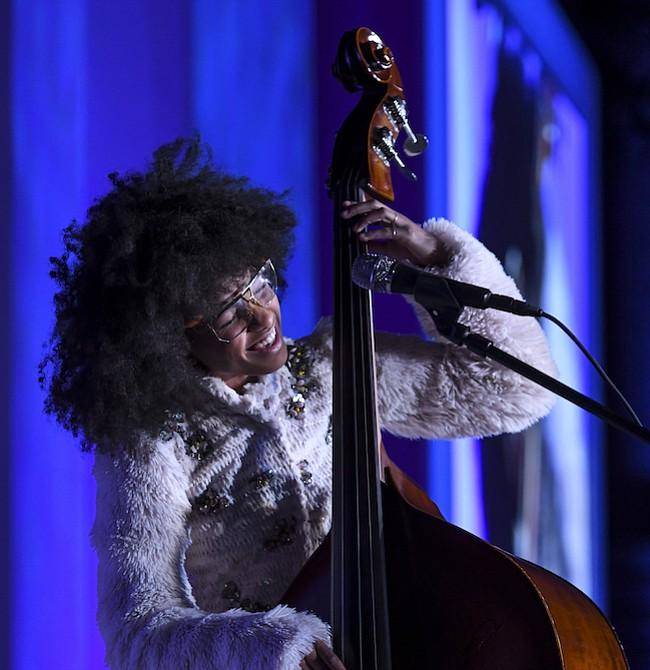 MÚSICA. La artista ganadora de cuatro Premios Grammy, Esperanza Spalding, cautivó a la audiencia con su presentación.
