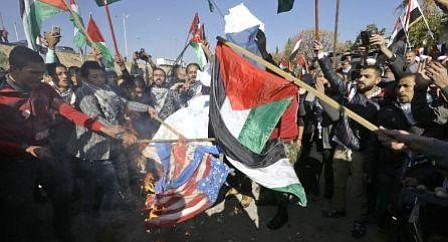 Decenas de heridos en protestas palestinas contra Trump