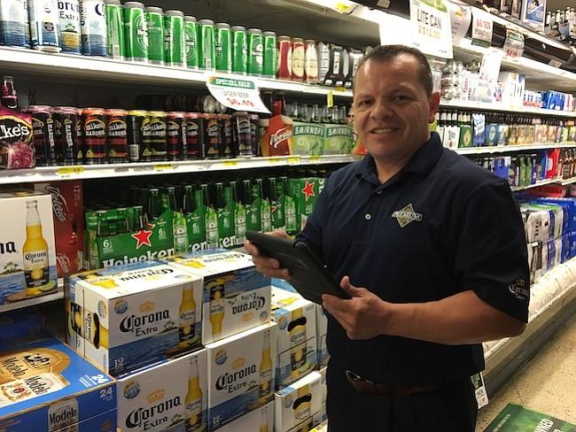 EMPRENDEDOR. Miguel Bustillo es el Gerente de Cuentas de la Distribuidora de Cervezas Premium.