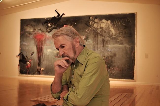 CURADOR. El curador Javier de Villota aparece en esta foto de 2009 en el Station Museum of Contemporary Art en Houston.
