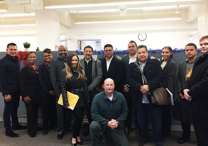 Empresarios latinos se certifican para participar en contratos de la Alcaldía
