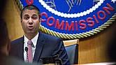Ajit Pai, presidente de la Comisión Federal de Comunicaciones, habla durante una reunión abierta de la comisión en Washington el jueves.