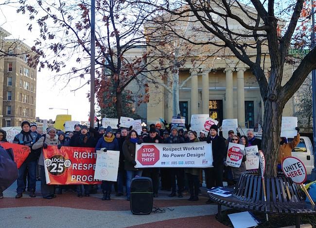 Sindicalistas protestan frente a The Line Hotel en DC por mejoras salariales e igualdad laboral