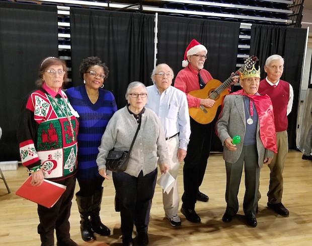 Dos canciones navideñas estuvieron a cargo del grupo de abuelos latinos