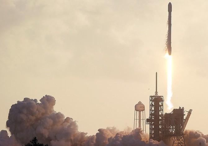 SpaceX lanzó con éxito cohete reciclado por primera vez para abastecer la EEI
