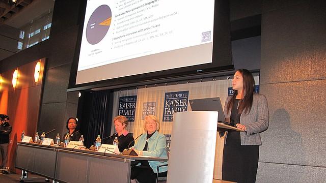 """Samantha Artiga, directora del proyecto de políticas de disparidades de la Kaiser Family Foundation, dijo que el miedo y el estrés tóxico afectan a las familias inmigrantes. """"Muchas familias con estatus mixto temen que las separen y las deporten""""."""