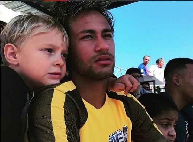 Neymar es multado con más de 4 mil dólares por el médico del parto de su hijo