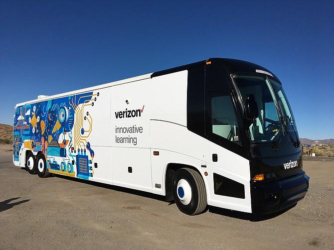LABORATORIO MÓVIL. El autobus de Verizon Learning Center que recorrerá las escuelas medias del Sistema de Escuelas Públicas de DC.