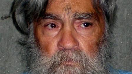 Autoridades dudan sobre a quién le corresponde el cuerpo de Charles Manson