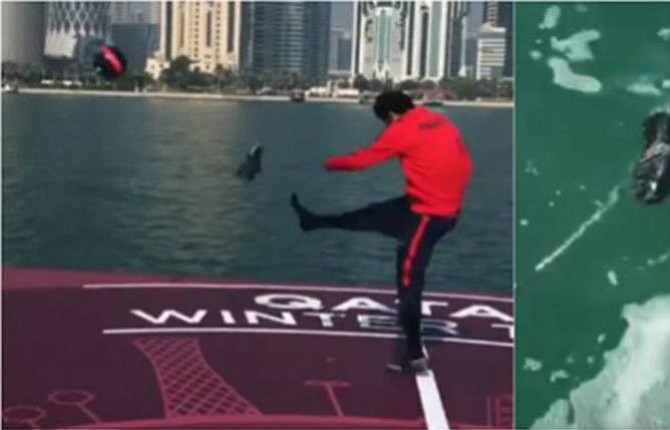 Estrellas del PSG juegan en una isla flotante en Qatar