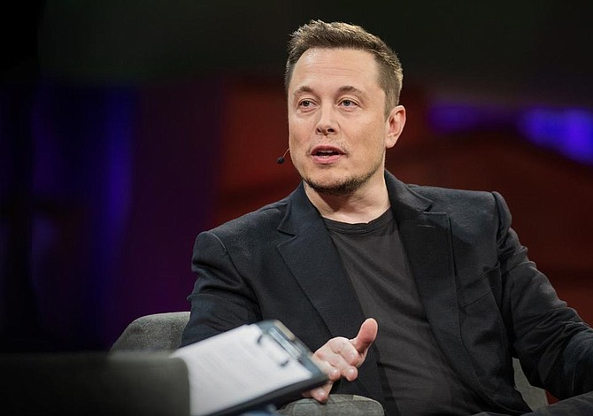 "Elon Musk se compromete a producir una camioneta ""pickup"" eléctrica"