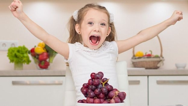 Los otorrinos aconsejan no dar las 12 uvas a los menores de cinco años