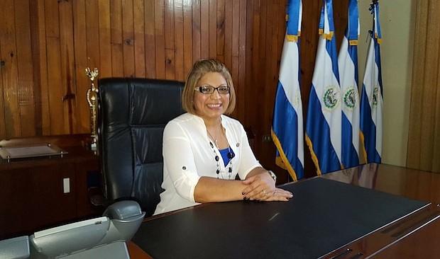 """Rocio Treminio-Lopez: Deseo que dejemos atrás las fronteras y con el único nombre de """"Latinos"""" las otras comunidades nos vean como una potencia política influyente. Espero que se sumen más líderes Latinos en política local, estatal, y nacional."""