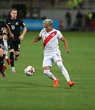Actualmente ocupando el puesto 11 en el mundo por FIFA, Perú iniciará su participación en la Copa del Mundo 2018 contra Dinamarca el 16 de junio, seguido por partidos contra Francia y Australia el 21 de junio y el 26 de junio, respectivamente.