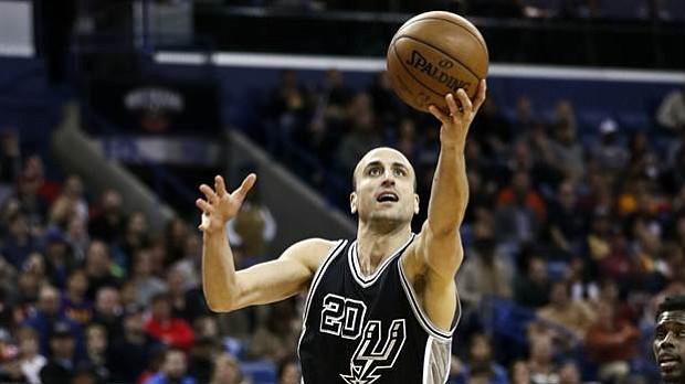 Ginóbili anota 'extraña' canasta de tres puntos en triunfo de Spurs