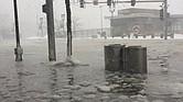 """El Seaport se ha inundado con el paso de la tormenta """"bombogénesis"""""""