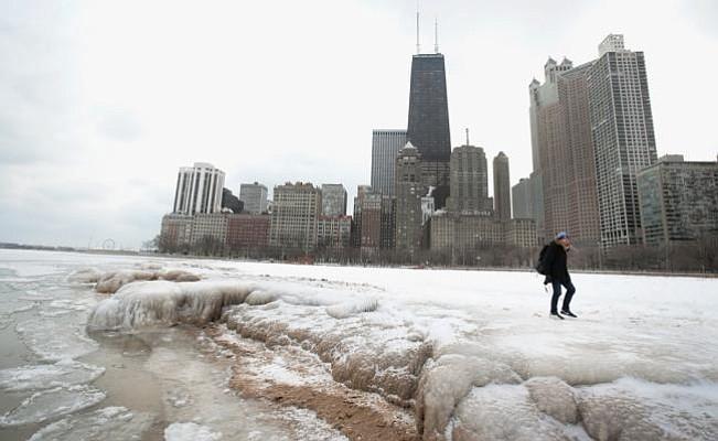 Ciclón Bomba pone en riesgo a residentes de la costa este con nieve y fuertes vientos