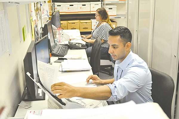 Dificultades para migrantes con visa H-1B