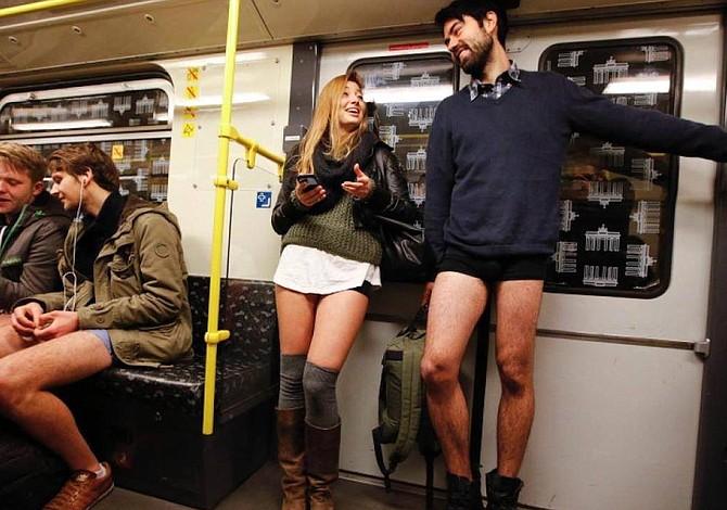 ¿Te atreves a montarte en el T sin pantalones este domingo?