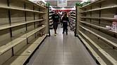 Personas buscan alimentos en un supermercado el 6 de enero del 2018 en la ciudad de Caracas, Venezuela.