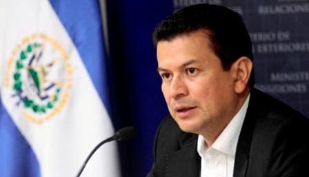 Gobierno de El Salvador pide calma a compatriotas en EEUU tras cierre de TPS