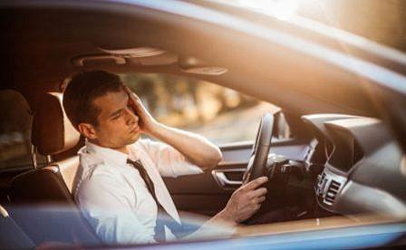 Los peligros de conducir con resaca