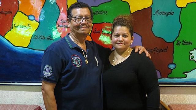 JUNTOS. Los salvadoreños Manfredo Mejía y Esmeralda Fuentes Villatoro el lunes 8 de enero en el Restaurante Atlacatl en Arlington, Virginia.