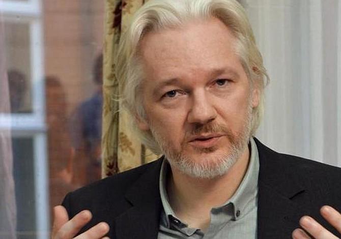 """Ecuador busca """"mediación"""" para solucionar situación insostenible de Assange"""
