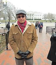 LÍDER. El salvadoreño Abel Núñez, Director Ejecutivo del Centro de Recursos para Centroamericanos (CARECEN), el lunes 8 de enero de 2017 enfrente de la Casa Blanca en Washington, DC.