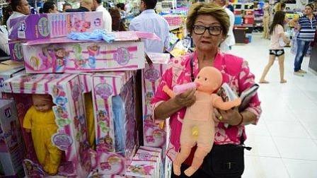 "Autoridades decomisan ""muñecas trans"" en Paraguay"