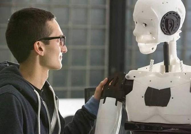 Desarrollan en México robot que aprende habilidades por imitación