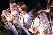 CONCERTISTAS. Jóvenes de la DCYOP tocan sus instrumentos de viento durante un reciente concierto.