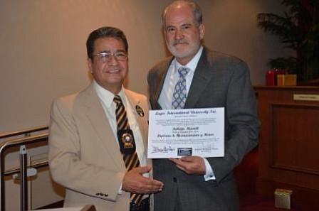 """""""GOLD LEADERS AWARDS"""" Reconocimiento de honor para el alcalde Roberto Martell"""