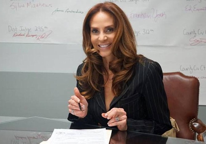 Mujer inmigrante al poder: venezolana se lanza como candidata a representante de Texas