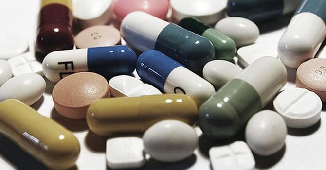 La crisis ocasionada por el consumo inmoderado de analgésicos narcóticos golpea al mercado laboral. Foto: Prensa Hispana.