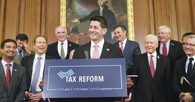 El Senador Republicano Paul Ryan, portavoz de la Casa de Representantes, celebra la aprobación de la reforma fiscal. Foto-Cortesía: wbur.org