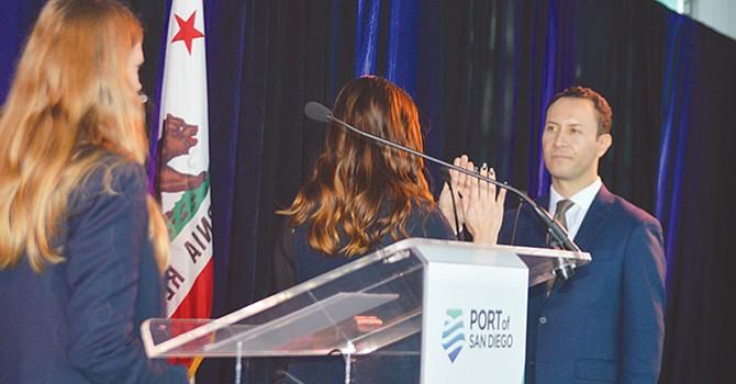 Rafael Castellanos rindió juramento como nuevo Presidente de la junta directiva del Puerto de San Diego. Foto: Horacio Rentería/El Latino San Diego.