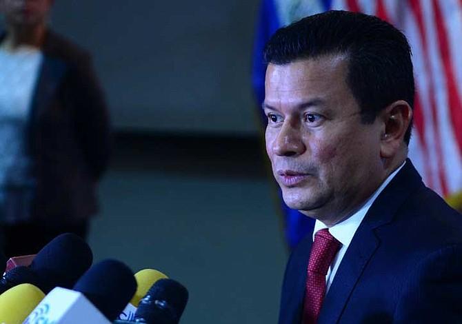 El Salvador emite nota de protesta al gobierno de Estados Unidos por insultos de Trump