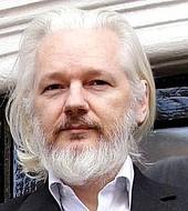 Julian Assange fue naturalizado por Ecuador