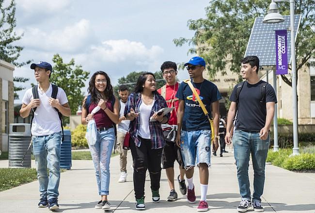 Montgomery College asume el reto de que sus estudiantes latinos terminen los estudios
