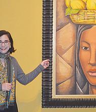 La directora Roxana Velázquez muestra la pintura al óleo sobre lienzo, titulada: La India y realizada por el autor mexicano Alfredo Ramos Martínez en 1936.