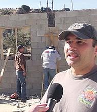 El pastor Gustavo Banda, fundador de la Pequeña Haití en Tijuana, consideró racistas los comentarios del presidente Trump. Foto de Manuel Ocaño.