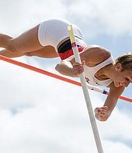 Bonnie Draxler estableció su propia marca personal en salto con garrocha, representando a San Diego State University. Foto-Cortesía: SDSU.