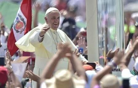 El papa Francisco retorna a Lima tras su encuentro con pueblos indígenas