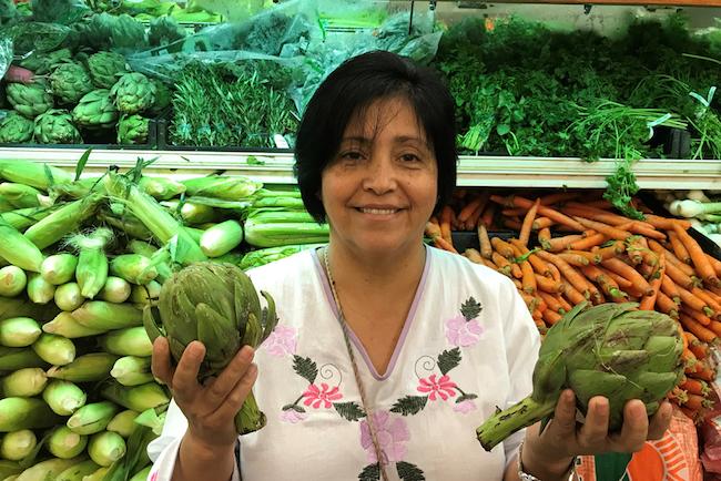 Rebeca González, de Garden Grove, California, creció en México comiendo alcachofas, pero el precio prohibitivo en este lado de la frontera hizo que no pudiera comprarlas para su familia, hasta hace poco. Ahora recibe $40 adicionales en sus cupones de alimentos para comprar productos saludables.