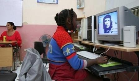 EEUU crea un grupo de trabajo para expandir el acceso a internet en Cuba