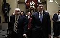 El presidente de la Cámara de Representantes, Paul Ryan, republicano de Wisconsin, y el líder de la mayoría republicana en la Cámara de Representantes, Steve Scalise, republicano por Lousiana, vistos en el Capitolio antes de la votación para terminar el cierre del gobierno.