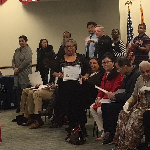 SALVADOREÑA. La salvadoreña Carmen Ramos, tomó clases en CASA Maryland para aprobar el examen de ciudadanía en español.
