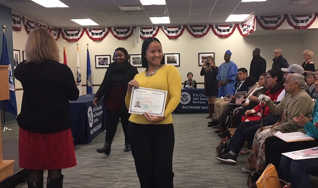 DOMINICANA. De nacionalidad dominicana y tras 23 años en EE.UU., Dayhana Hernández dijo que se hizo ciudadana estadounidense para poder brindarles más seguridad a sus dos hijos.