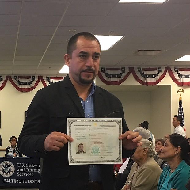 MEXICANO. Tras 16 años viviendo en Estados Unidos, el mexicano Juan Ortega Pérez logró obtener su ciudadanía.